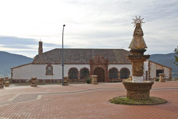 imagen de la explanada de la ermita de la virgen de los desamparados