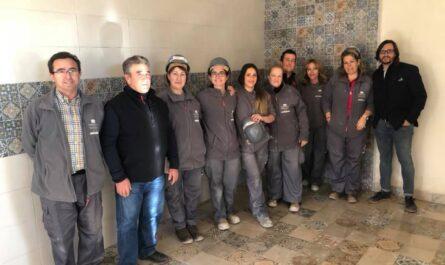 Personal de taller de empleo con dirigentes del ayuntamiento de Villanueva de la Fuente